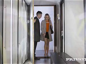 Private.com - Mia Malkova pounds in the hallway
