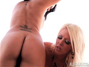 Alura Jenson teaches her acquaintance to slurp on minge