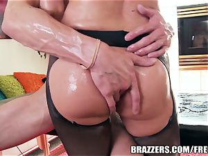 humungous caboose cutie loves oily buttfuck