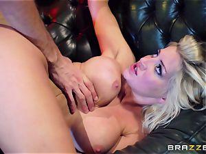 bitchy superslut wants xxx in a undress bar