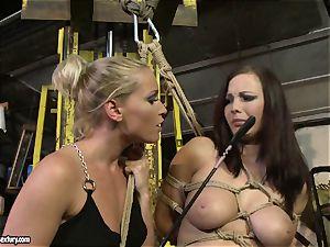 Kathia Nobili whip the tongue of hotty chick