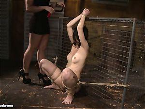 Kathia Nobili enjoy slapping a lusty female