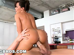 BANGBROS - Deep anal massage for #1 sex industry star Lisa Ann
