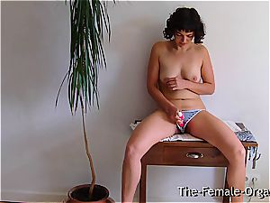 unshaved school female drains her running in rivulets cunt