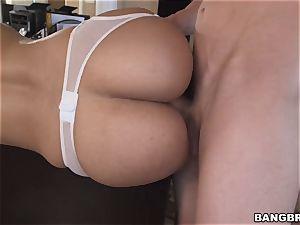Mature stunner Mercedes Carrera juggles her giant ass on a meaty man meat