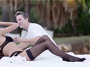 Silvie loves sensuous penetrate outdoors