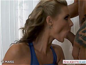 Pretty Phoenix Marie has a clean-shaven puss prepared for love