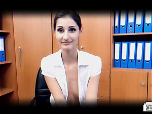 culos BUERO - German stunner pulverizes manager in office affair