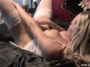 onanism in couch by cougar Mia