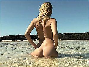 bikinis are super-hot, no bikinis are sexier