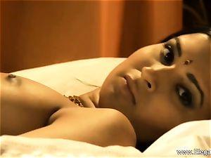 sensuous indian mummy Dancer babe
