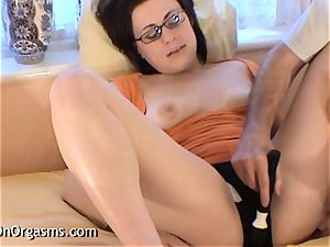 giant Lips hairy vag stimulated To climax By camerist