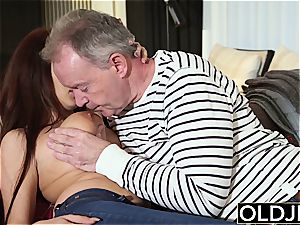 old salami jams all-natural babe with jiggling phat globes