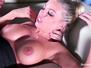 Britney gets a deep man sausage and fountain on her culo