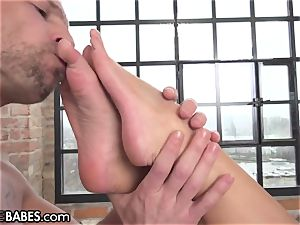 Amirah Adara pulverized as soles idolized and munched