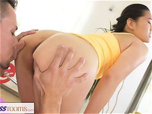 fitness rooms hard-core gym boning and facial cumshot