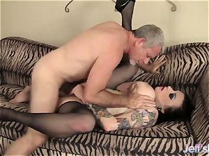 buxom tatted plus-size luvs to plumb