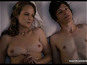 Heavenly Helen Hunt has a shaved muff for viewing
